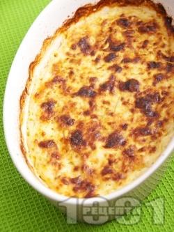 Огретен от тиквички, яйца, сирене и кашкавал със заливка от сос Бешамел - снимка на рецептата